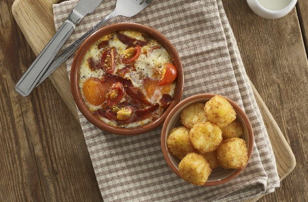 Baked eggs with tomato and chorizo hash brown bites